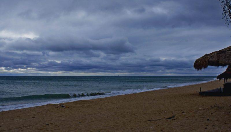 Болгария. Пляж Золотые Пески после дождя.