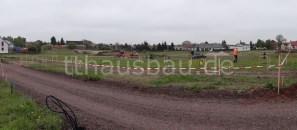 Das abgesperrte Grundstück mit Schnurböcken