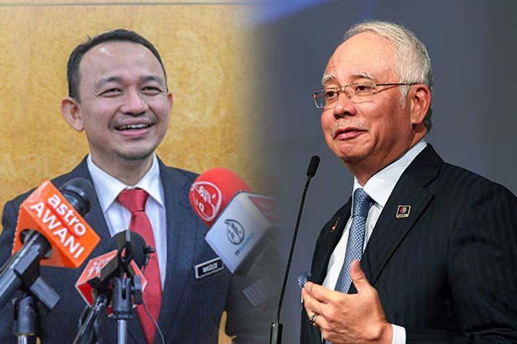 """Harap menteri kaji warna baju & sekolah juga"" - Najib troll Maszlee."