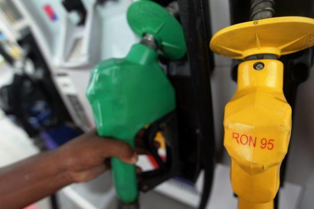 Petrol lebih rendah 1 Januari ini, ikut semula kaedah apungan mingguan.