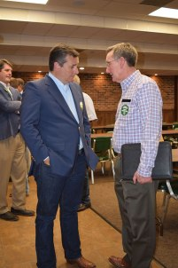 Photo of Steve Verett talking with Ted Cruz