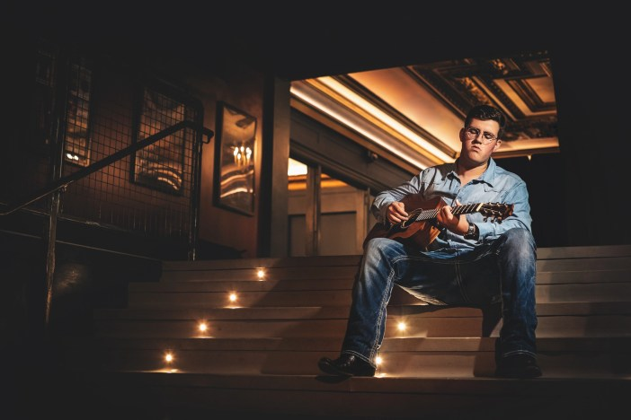 senior picture with guitar