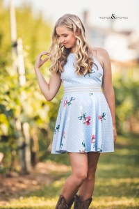 featured. senior session in orchard