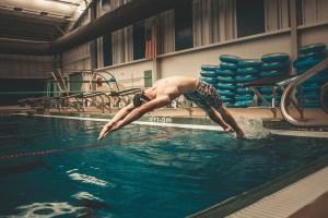 senior photography pool dive