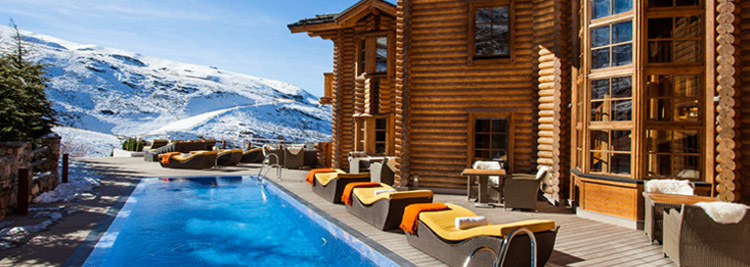 EL_LODGE-Pool-outdoor-Sunbed