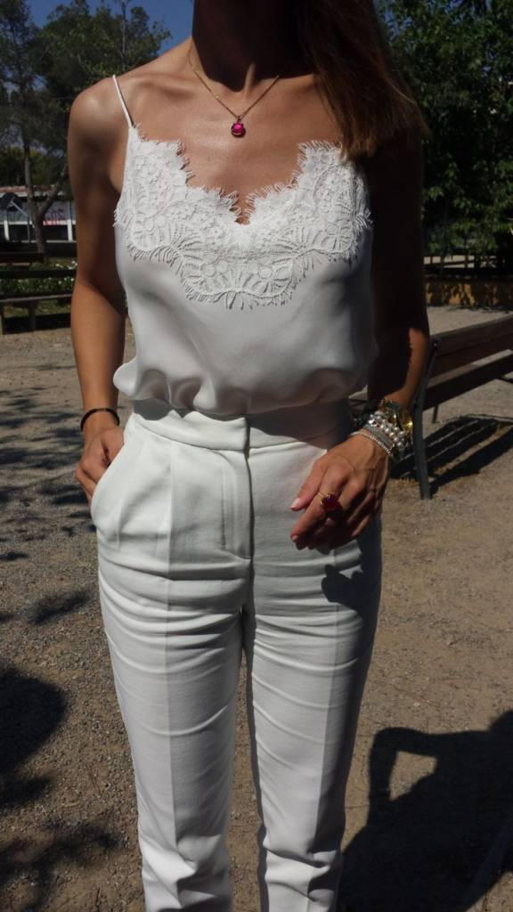 Outfit total white con top lencero
