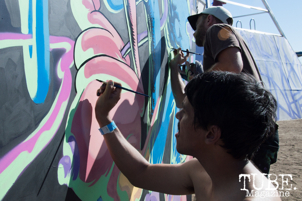 Waylon Horner (@waylonnnn) and Jared Tharp (@jaredduncantharp) collaborating on an 8 x 8 foot mural at TBD Festival in Sacramento, Ca. September 2015. Photo Alejandro Montaño