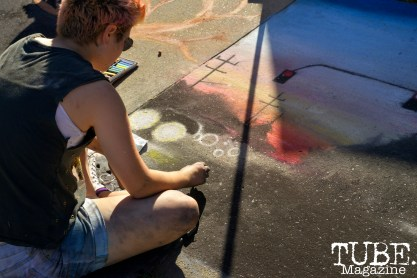 An artist creating chalk art at Chalk It Up in Sacramento, CA, September 4, 2016. Photo Emma Montalbano