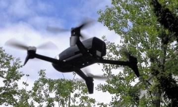 Parrot Bebop 2 Multicopter im Flug