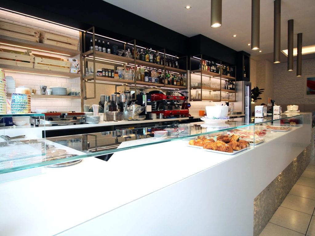Siamo specializzati nell'arredamento per bar e negozi e nella realizzazione di cucine su misura. Arredamenti Per Bar Verona Tubini Falegnameria