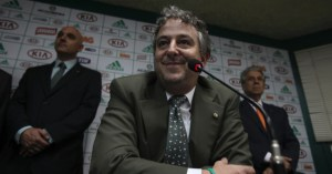 21jan2013-paulo-nobre-cogita-o-veto-a-contratacao-do-meio-riquelme-reforco-encaminhado-pelo-ex-presidente-arnaldo-tirone-1358821221682_956x500