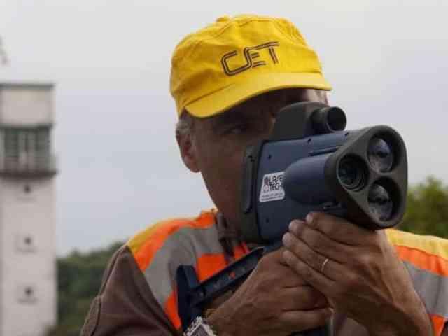 CET quer flagrar motociclista infrator e vai resgatar 'radar pistola' em SP