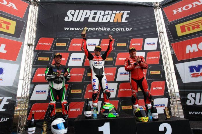 Eric Granado vence as duas corridas em Goiânia