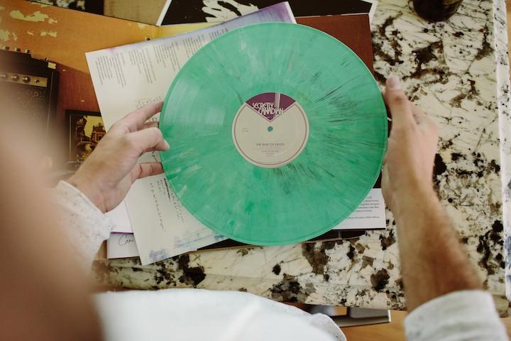 tuenight gift guide lauren oster subscriptions vinyl me