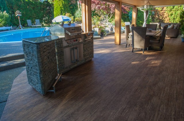 4 tips for outdoor kitchens on vinyl decks & patios
