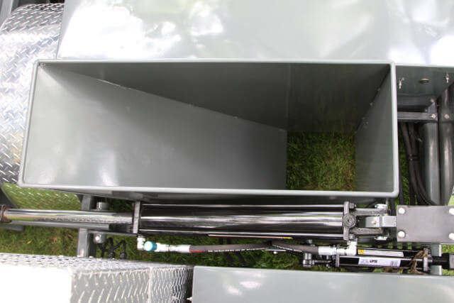 Manure Chute For Hoof Trimming Tables