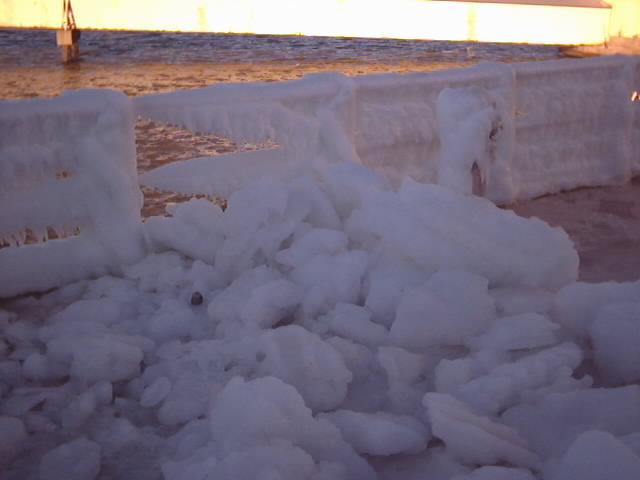 04-01-10-05-lots-of-ice-on-railing.jpg