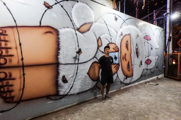 El artista callejero tailandes conocido mundialmente como Alex Face.