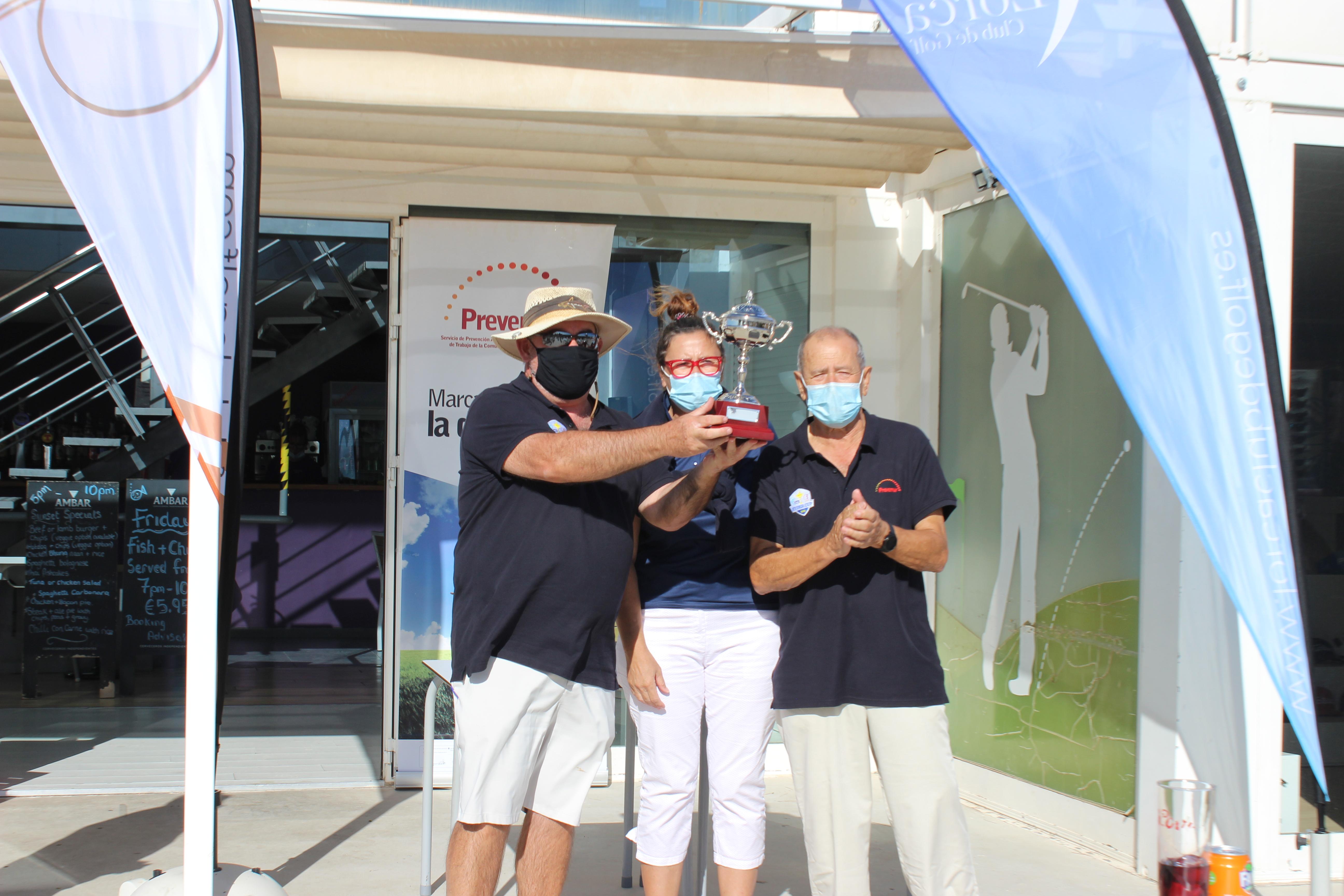 201004 ALH, Entrega del trofeo al capitán del Lorca Club de Golf