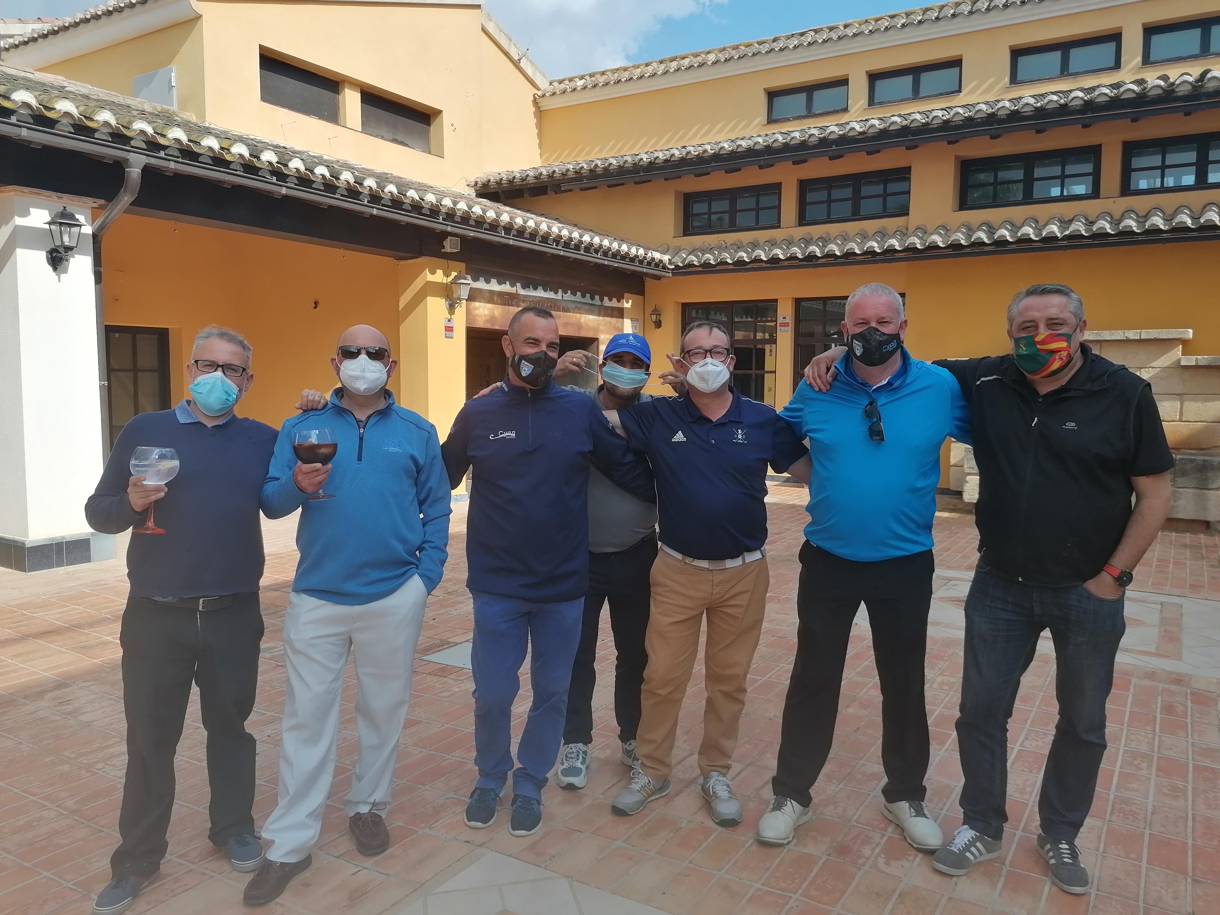 210417 HDA, el «pro» Carlos Balmaseda con algunos jugadores