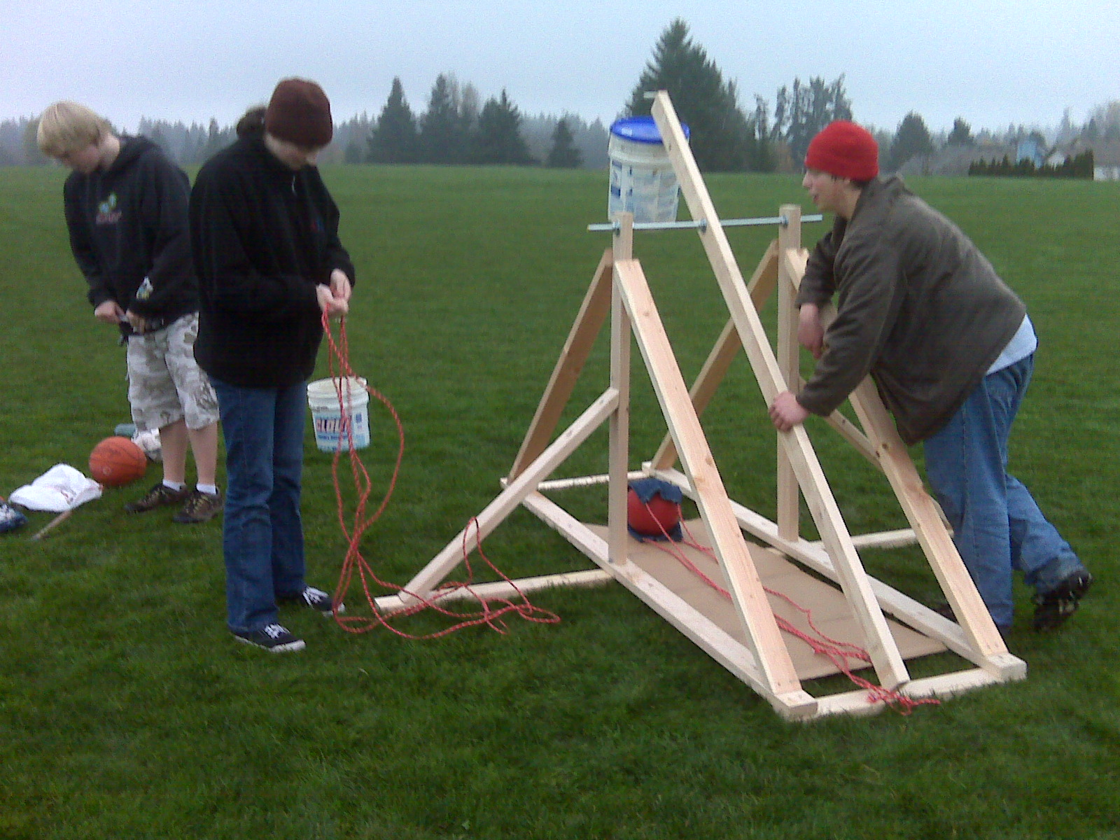 hight resolution of the first image is the entire working setup of the trebuchet before the counterweight box was added the second image is only of the counterweight box