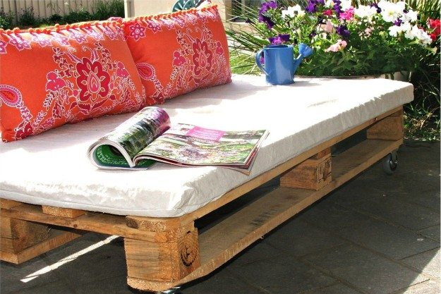 pallet-furniture-1600x1262-hallway-happenings-pallets-become-outdoor-furniture-urumix.com
