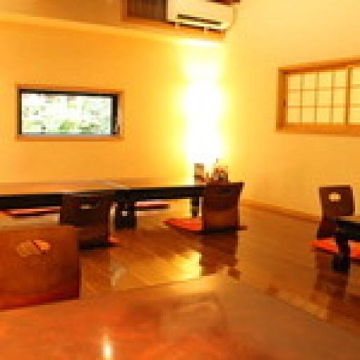 宮地嶽神社のふもとにある食事処「宮地館」の店内