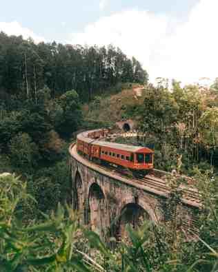sri-lanka-nine-arch-bridge-ella-train