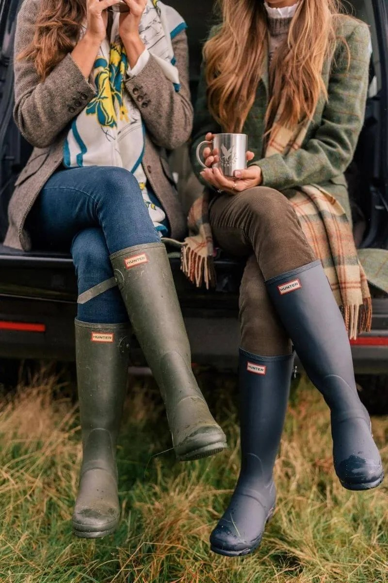 Source: juliaberolzheimer.com // Take the stress out of getting dressed on your next rainy day with these 4 rainy day wardrobe essentials that are totally worth investing in! #tulipandsage #hunterboots #rainydaywardrobe #rainydayessentials