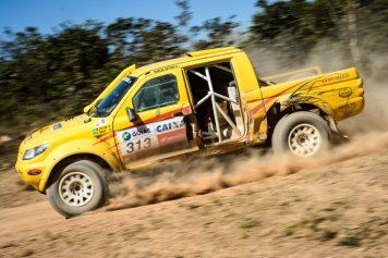 O piloto Marcus Alexandre de Mello e seu navegador Eduardo Pereira e Costa durante a 3ª etapa do Rally dos Sert›es 2013. Foto: Marcelo Maragni / Fotoarena