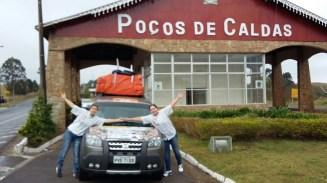 Tânia Mara e Ana Paula Moreno partiram com o Dobló Adventure da FIAT nesta manhã (Divulgação)