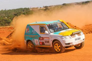 Celso e Belén Macedo realizaram o sonho de participar do Rally dos Sertões (Sanderson Pereira/Photo Esporte)