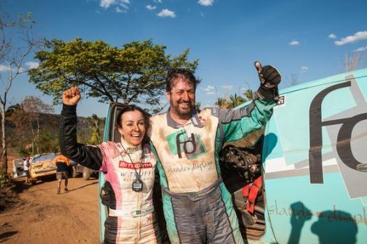 Após vencer a última Especial, Glauber e Josi comemoram o tricampeonato (Marcelo Maragni/Fotop)