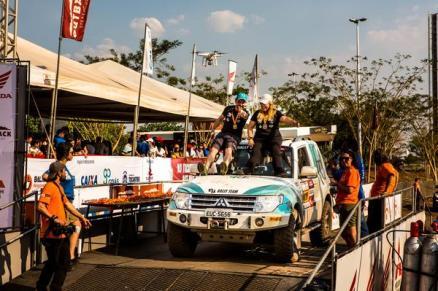 Festa na chegada em Palmas: venceram 10 das 12 etapas: (Ricardo Leizer/ Fotop)