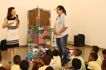 Dra Alexsandra, Tânia Mara e as crianças (Sanderson Pereira/Photo Esporte)