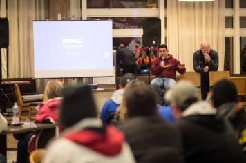 O organizador André Alcântara durante briefing aos competidores (Luciano Santos/DFotos)