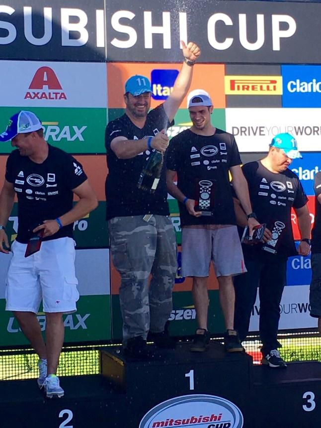 Fontoura comemora os títulos de 2016 na Mitsubishi Cup e no Rally dos Sertões (Divulgação)