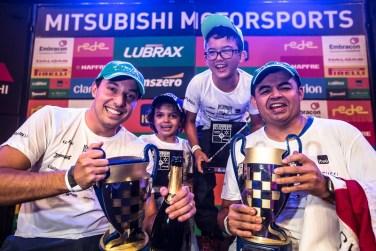 Pedro de Oliveira e Alessandro Bonsucesso venceram pela categoria Turismo (Tom Papp/FotoVelocidade)