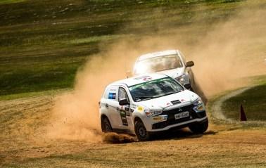 Inédito, rallycross empolgou duplas e o público com ultrapassagens. Foto: Ricardo Leizer/Mitsubishi