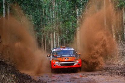 Bianchini vai acelerar um Peugeot 207, na RC4 (Doni Castilho/DFotos)