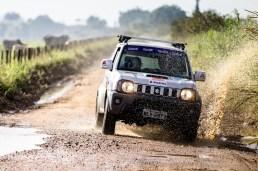 Trilhas desafiam os competidores. Foto: Tom Papp / Suzuki