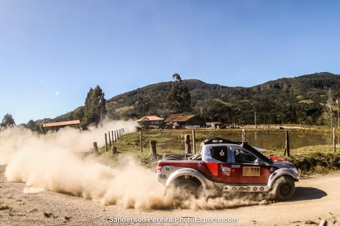 Mitsubishi Triton Sport SR preparada para o desafio. Foto: Sanderson Pereira/ PhotoEsporte