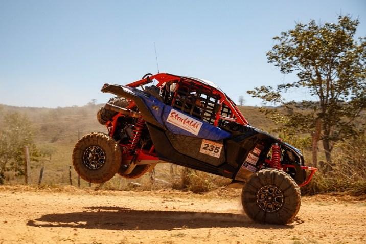 Dupla foi a segunda dupla mais rápida entre os UTVs (Marcelo Machado/Fotop)
