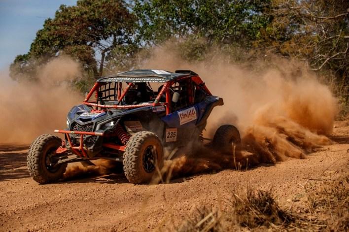 Dupla da Território Motorsport na Especial, desta terça, que chegou a Aruanã (Vinícius Branca/Fotop)