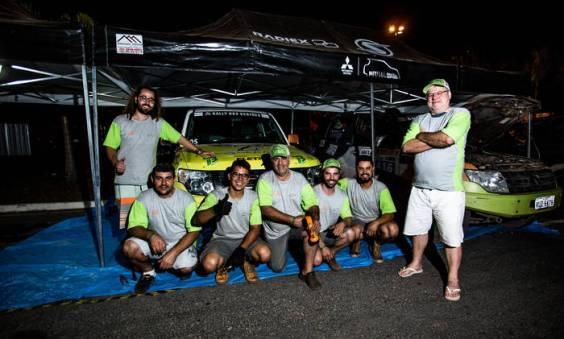 Equipe Zenz Rally Team na área de box durante o Rally de Sertões (Ricardo Leizer/Fotop)