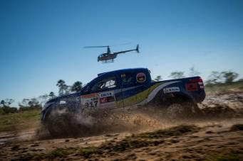 Thiago Rizzo e Léo Magalhães estão a bordo do Mitsubishi L200 Triton Sport SR (Marcelo Maragni/Fotop)