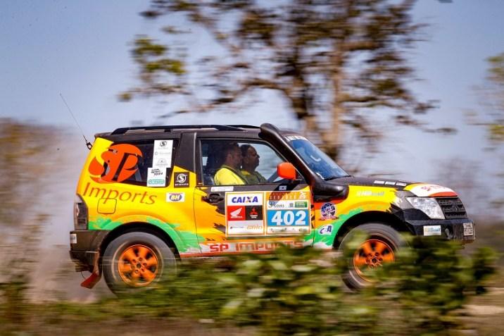 Renato Martins e Enedir da Silva aceleram rumo a final do Rally dos Sertões (Marcelo Machado/Fotop)