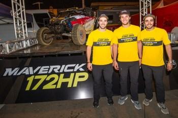 Os irmãos Gabriel, Bruno e Rodrigo Varela (da esquerda para direita) no evento de lançamento do novo UTV Can-Am Maverick X3 X rs Turbo R de 172HP. Crédito: Doni Castilho/DFotos