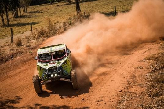 Lucas Barroso/Breno Rezende a bordo do UTV Can-Am Maverick X3 no Rally dos Sertões 2017 Crédito: Marcelo Maragni/DFotos