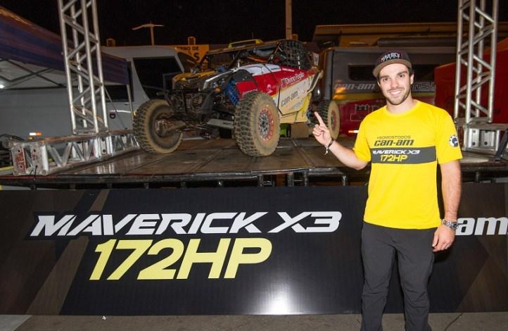 Gabriel Varela e o novo UTV Can-Am Maverick X3 X rs Turbo R de 172HP Crédito: Doni Castilho/DFotos